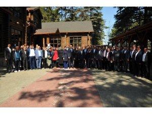 Akşehir'de AK Parti Milletvekillerinden destek turu