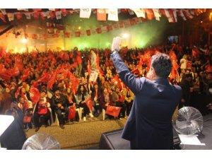 Ahmet Aras meydanlara sığmıyor