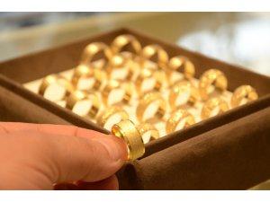 Gerçeğinden ayırt edilemeyen sahte altın kuyumcuların başını derde sokuyor