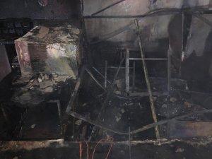 Yangın iş yerindeki malzemeleri kül etti