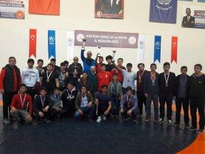 Genç Pehlivanlar Okullar Arası Müsabakalarda Mindere Çıktı