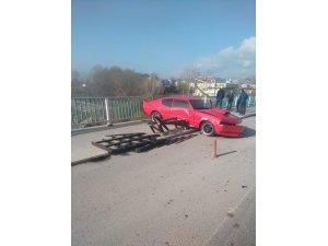 Otomobilin Filyos Çayı'na uçmasını bariyer engelledi