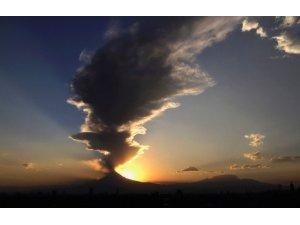 Popocatepetl Yanardağı bir haftada 3 kez patladı