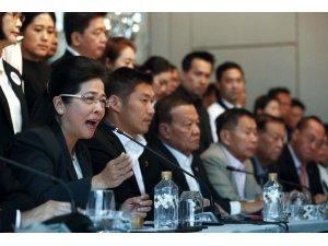 Tayland'da 7 parti Cuntaya karşı resmen bileşti
