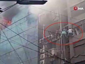 Bangladeş'te yanan binada can pazarı