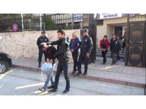 Göçmen kaçakçıları adliyeye sevk edildi