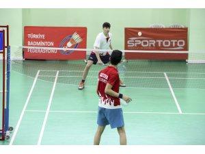 Genç badmintoncular Ankara'da kampa girdi