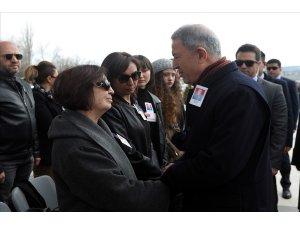 Bakan Akar, emekli Hava Korgeneral Özalp'in cenaze törenine katıldı