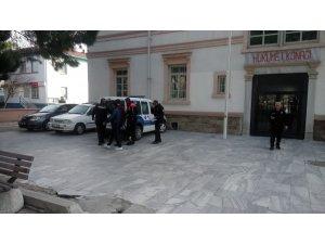Uyuşturucu ve hırsızlık operasyonunda 3 kişi tutuklandı