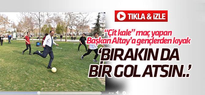 """Gençlerden Başkan Altay'a kıyak: """"Bırakın da bir gol atsın"""""""