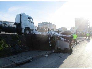 TEM otoyolunda bir otomobil lüks cipe çarptı: 2 yaralı