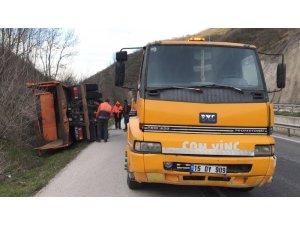 Bursa'da Karayolları aracı devrildi: 3 yaralı
