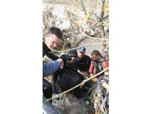 Türk dalgıçlar Musul'da bir çocuğun cesedine ulaştı