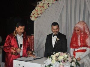 Şaban Topal oğlunu evlendirdi