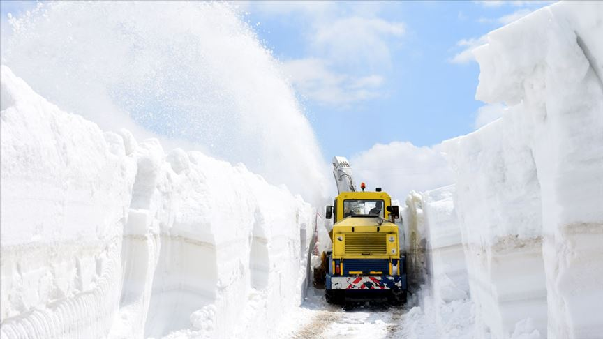 Nisan ayında 6 metre karla mücadele