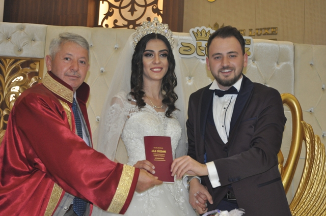 Mehmet Ayan oğlunu evlendirdi