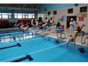 Ağrı'da yüzme müsabakaları yapıldı