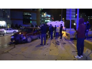 Kavşakta iki otomobil çarpıştı: 4 yaralı