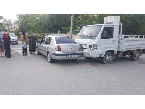 Antalya'da 2 ayrı kazada 3 kişi yaralandı