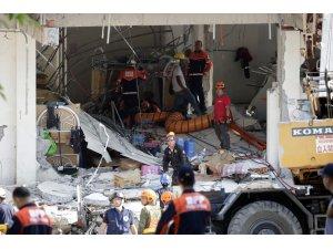 Filipinler'de enkaz altından bir kişi kurtarıldı