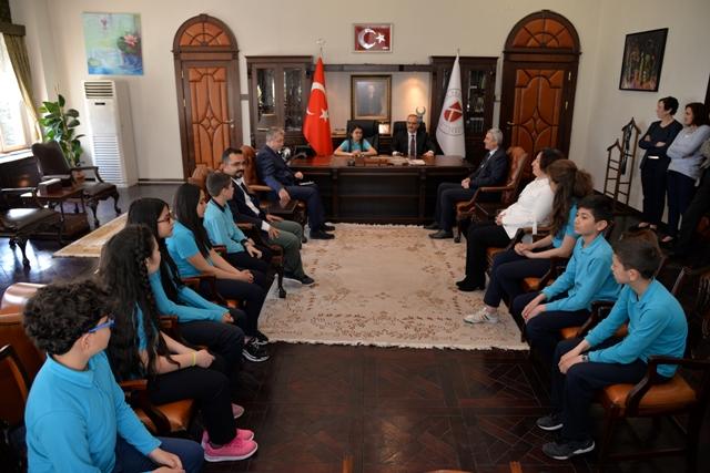 Rektör Özçelik, 23 Nisan Çocuklarını Ağırladı