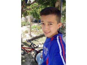 Motosikletiyle elektrik direğine çarpan çocuk ağır yaralandı