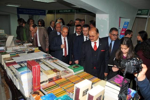 Akşehir 5. kitap fuarı açıldı