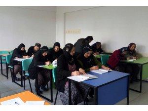Sarıoğlan'da okuma yazma kursu tamamlandı