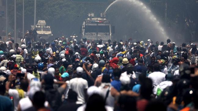 Savunma Bakanı duyurdu... Venezuela'da darbe girişimi sırasında kan aktı...