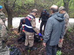 Artvin'de 2 gündür kayıp olarak aranan yaşlı adamın cesedi derede bulundu