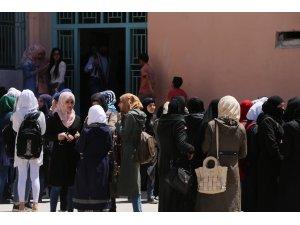 Suriye'de yaklaşık 3 bin öğrenci YÖS için ter döktü