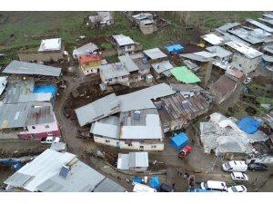 GÜNCELLEME - Erzurum'da bir ahırın çatısı çöktü: 2 ölü, 6 yaralı