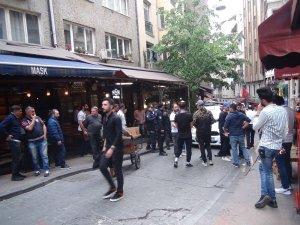 Taraftarlarla mekan çalışanları arasında kavga