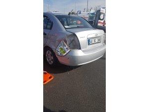 Hafif ticari araç ile otomobil çarpıştı: 12 yaralı