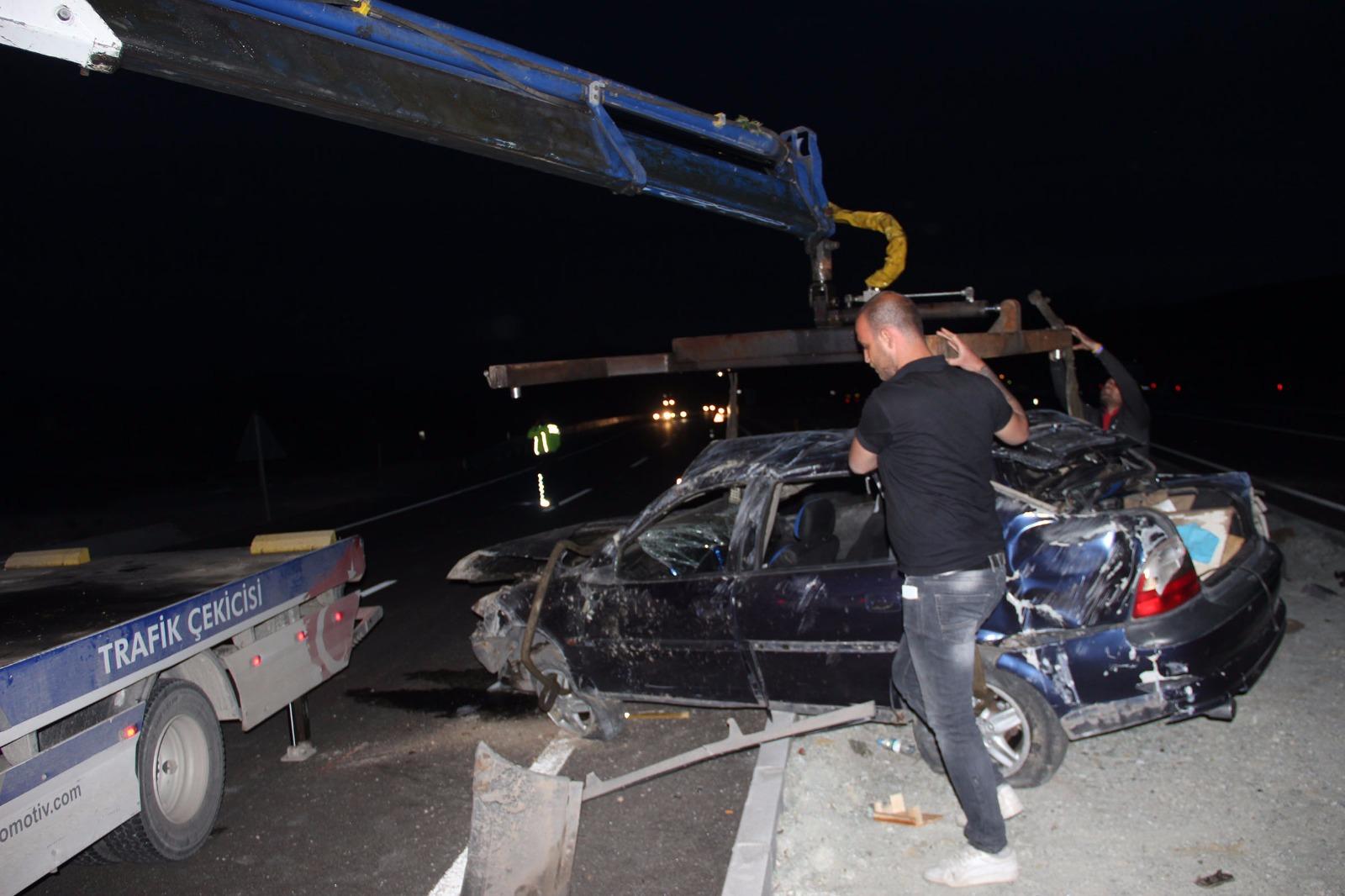 Konya'da yeni evli çifti trafik kazası ayırdı