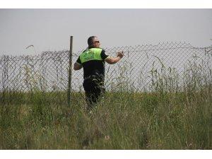 Lüks otomobilini bırakıp polisten kaçtı