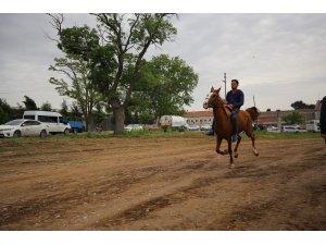 Kakava Şenlikleri kapsamında at yarışları düzenlendi