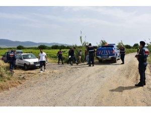 Manisa'da otomobilde erkek cesedi bulundu