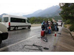 Antalya'da iki midibüs çarpıştı: 5 yaralı