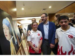 Bakan Kasapoğlu 'Şampiyonlar' filminin galasına katıldı