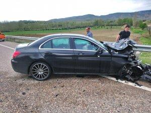 Divriği'de trafik kazası 2 yaralı