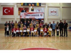 Basketbol Yıldızlar Türkiye Şampiyonları kupalarını aldı