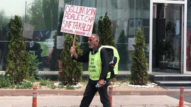 """""""Çok para istediğimi söyledi"""" Acılı babadan CHP önünde 'adalet' protestosu!"""