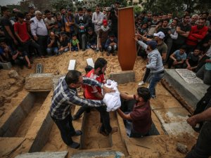 İşgalci terörist İsrail 4 aylık bebek ile ailesini katletti
