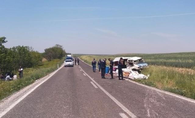 Tarım işçilerini taşıyan minibüs devrildi: 1 ölü, 7 yaralı
