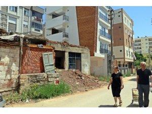 Antalya'da metruk ev tepkisi