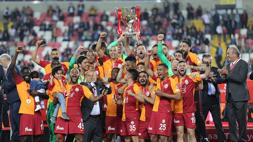 Galatasaray, krizler arasında çifte kupaya ulaştı