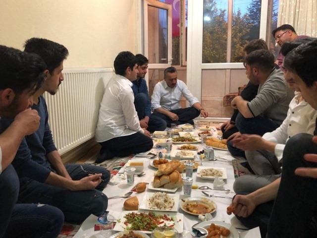 Başkan Tutal, üniversiteli gençlerle iftar açtı