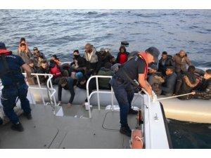 Kuşadası Körfezi'nde 14'ü çocuk 47 kaçak göçmen yakalandı