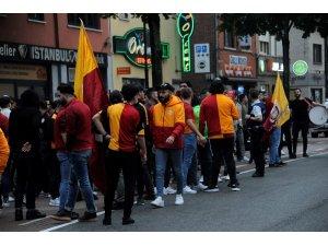 Belçika'da Galatasaray taraftarları sokağa döküldü